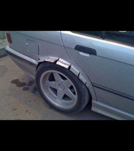 The body of this car had to be broken to install a new tyre