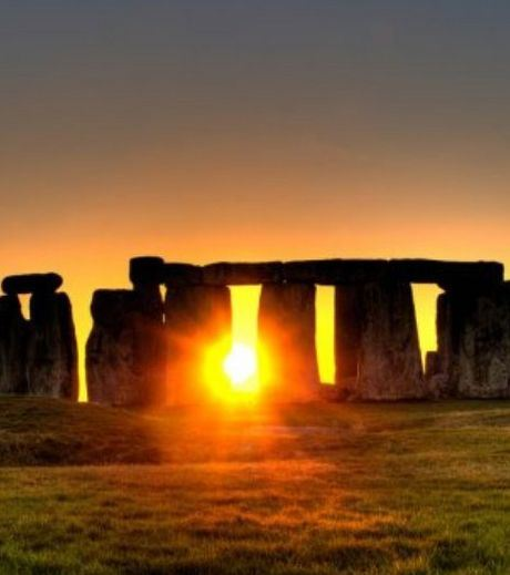 Beautiful and strange, the monument of Stonehenge offers a spectacle of the most breathtaking sunset