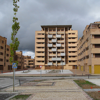 The real estate development Valdeluz was stopped in 2008.