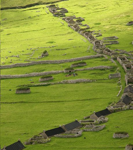 Located in Scotland, the village streets and house are aligned in a line.