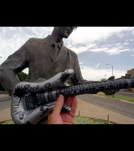 Statue of Buddy Holly, Lubbock, Texas - Roadside America(Credit Michael Hughes)