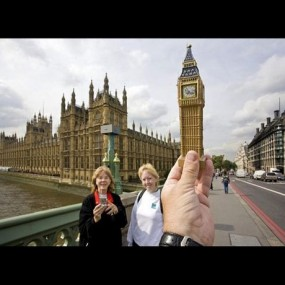 The Funny Photos Realized Using The Tourist Souvenirs (Gallery)