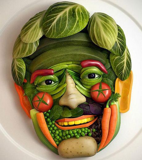 Salade shaped as human face