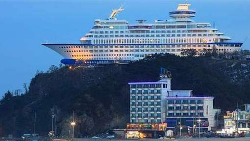 The Sun Cruise Hotel Built As A Luxury Boat © Photo news.