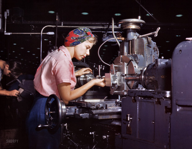 October 1942. Women become very competent technicians after a very specific training in the school of the Douglas Aircraft Company.