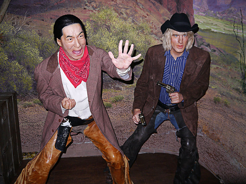 Jackie Chan & Owen Wilson at Hollywood Wax Meuseum