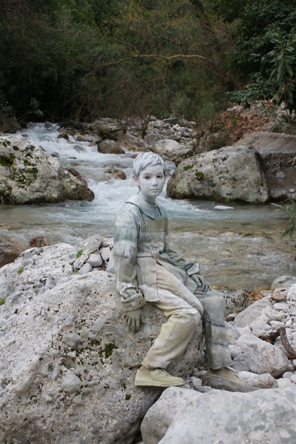 An Italian Artist Ingeniously Camouflages His Models Using Body Painting Photo Gallery