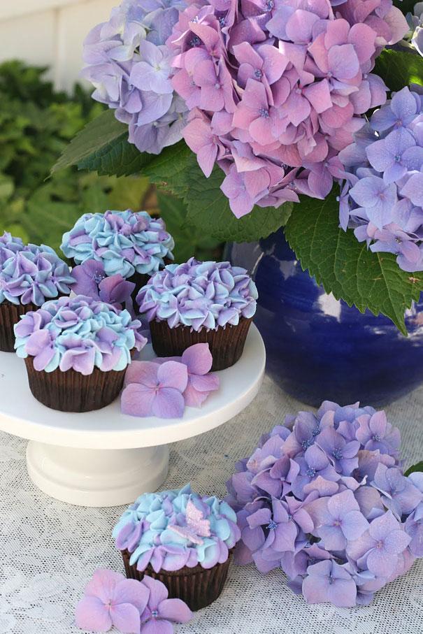 Cupcake in hydrangea cupcake design