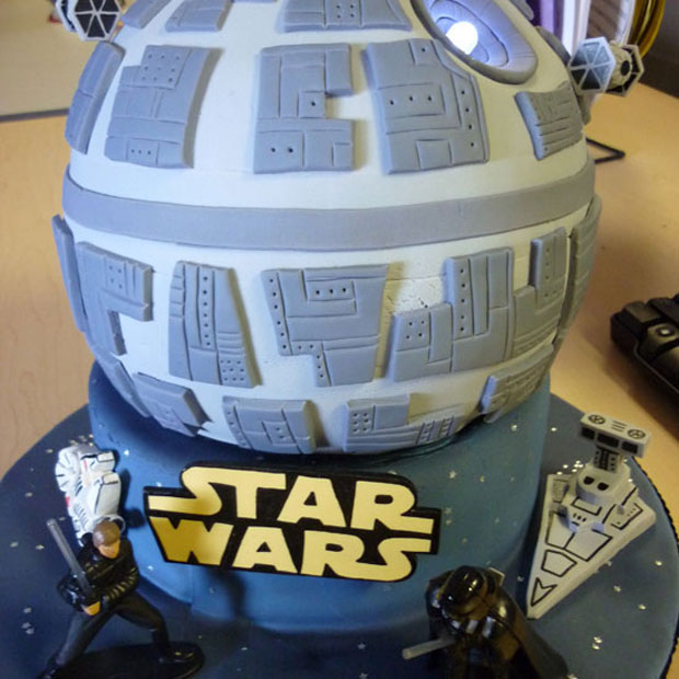 Starwars spaceship design cake