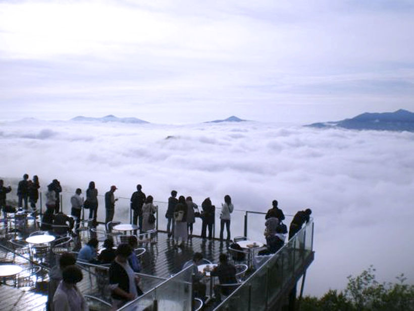 A view of sea of clouds from Tamamu resort terrace