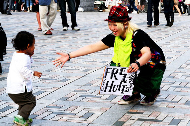 Touching Moments-Shy boy wants free hug