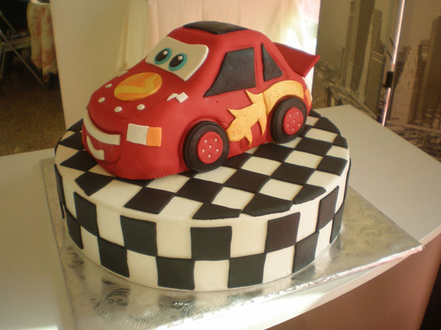 Cake Designs With Cars : 30 Original Cake Designs For The Passionate Of Geek ...
