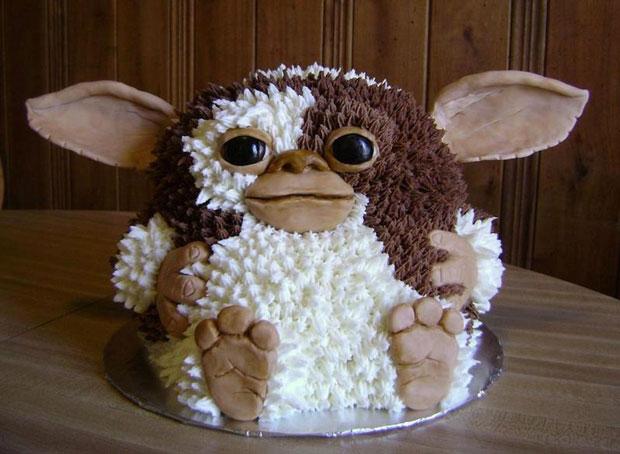 gizmo design cake