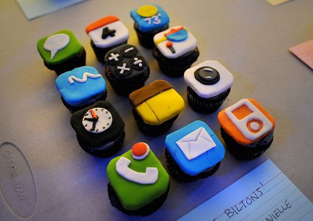 iphone buttons design cake