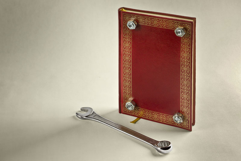 """  Improbabilità "": Giuseppe Colarusso's art from everyday objects"