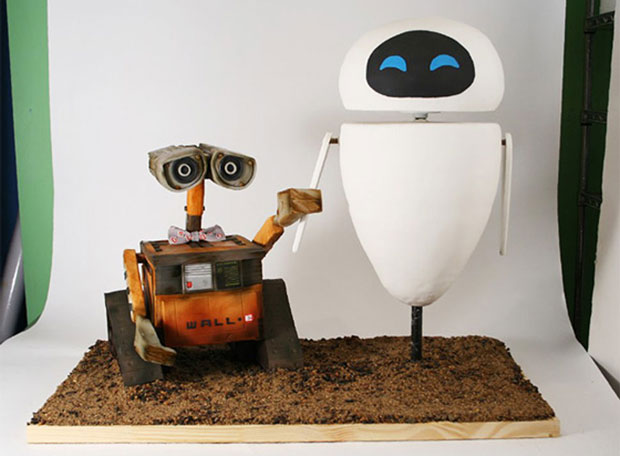 walle and eve design cake