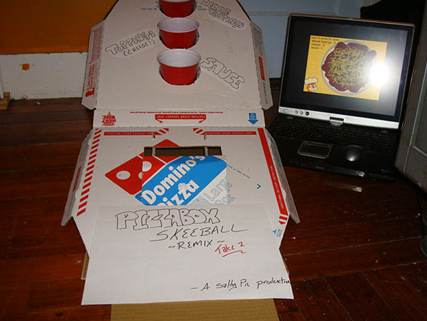 Cool ideas to reuse Pizza box: Skee Ball Game