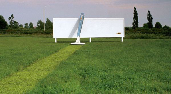 BIC - Razor Giant-Amazing Ads That Merge With Their Surroundings