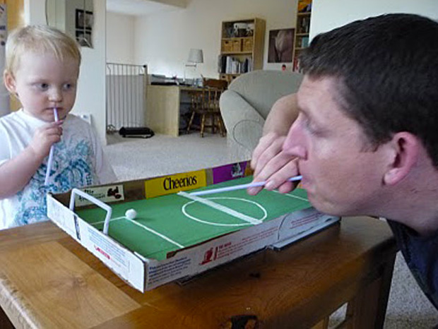 Cool ideas to reuse Pizza box: football field