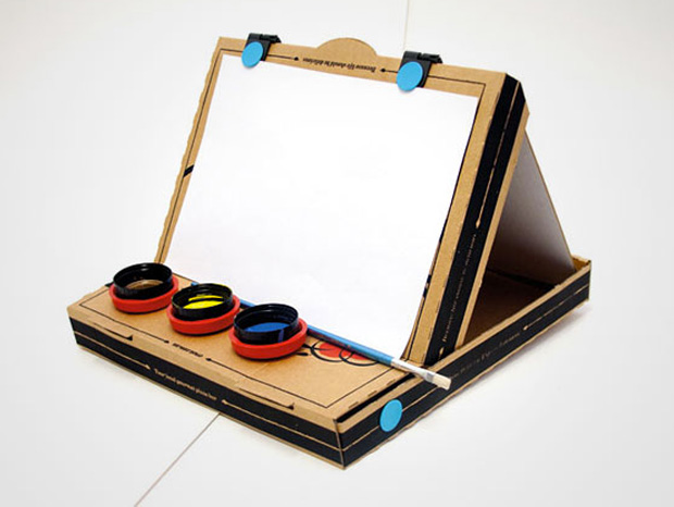 Cool ideas to reuse Pizza box: An Easel
