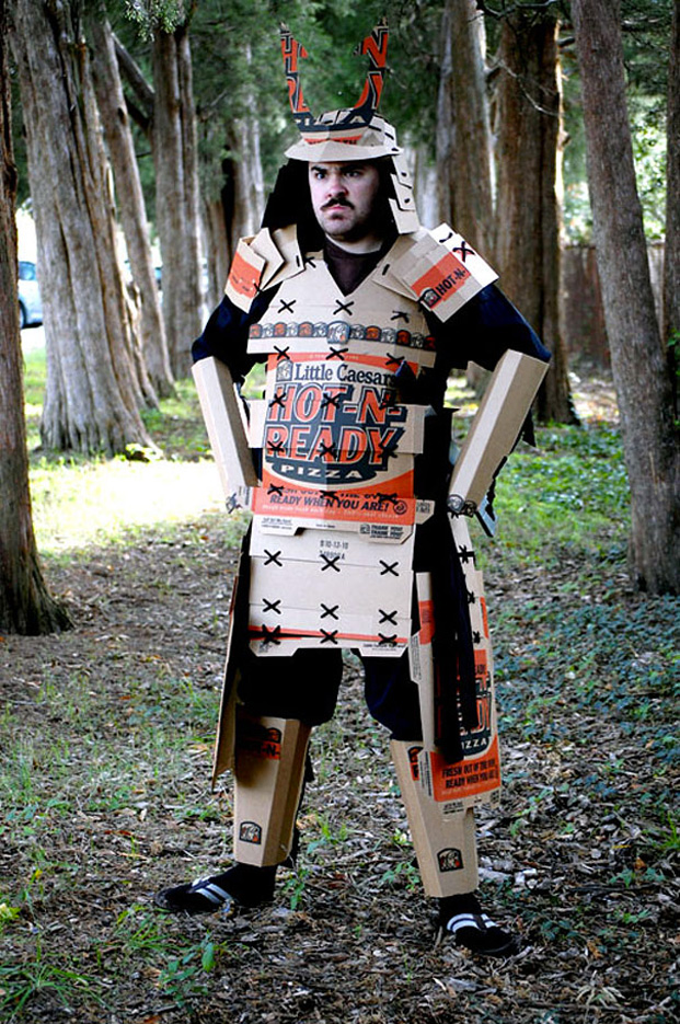 Cool ideas to reuse Pizza box: An Super Samurai Costume
