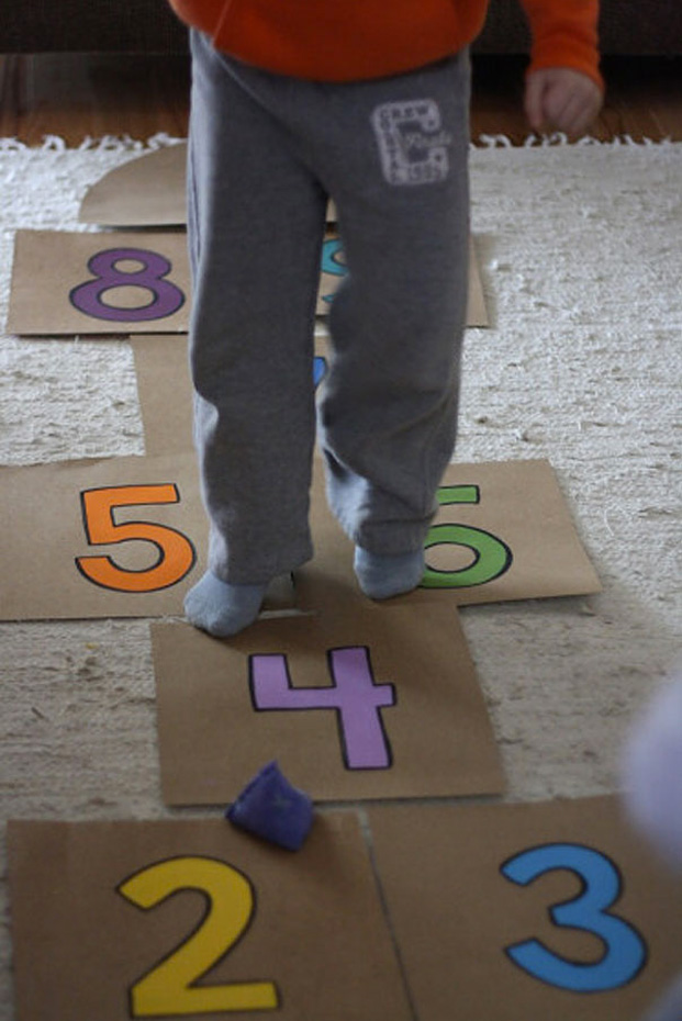 Cool ideas to reuse Pizza box: An Indoor Hopscotch