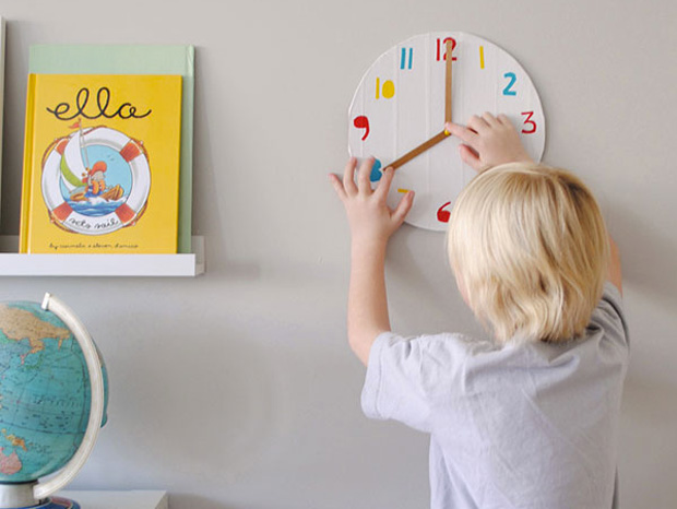 Cool ideas to reuse Pizza box: A Clock