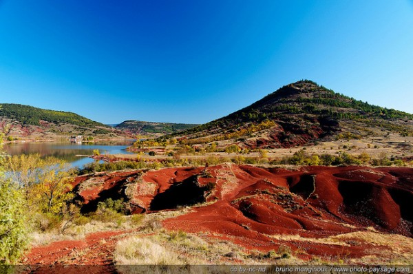 Looks Like Australia ... (Location Lake Salagou, Hérault)    Landscapes of France That Give A Foreign Look