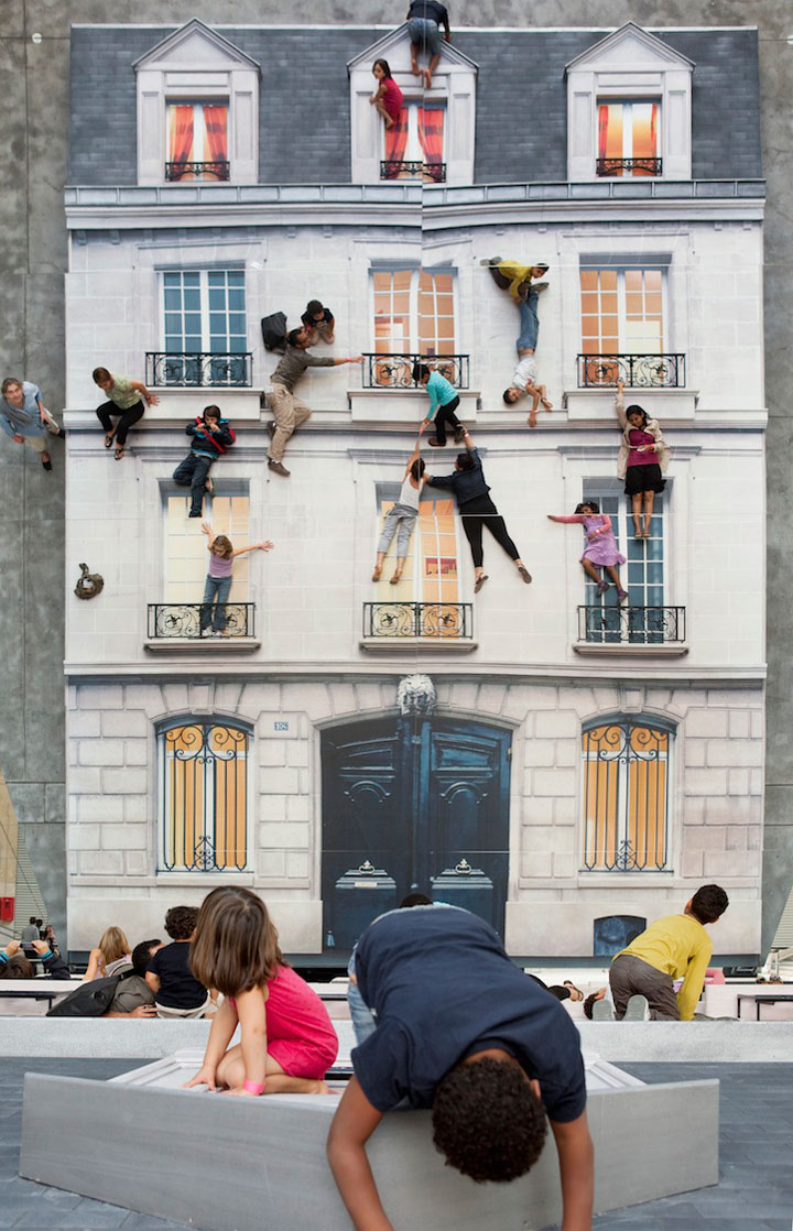 Leandro Erlich's  Building (giant 45 ° mirror)