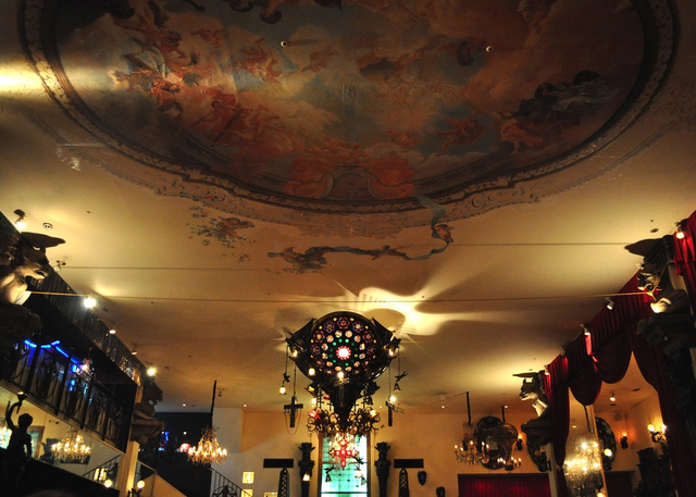 In the same city, there is also the Christon Cafe inspired by castles and Gothic churches