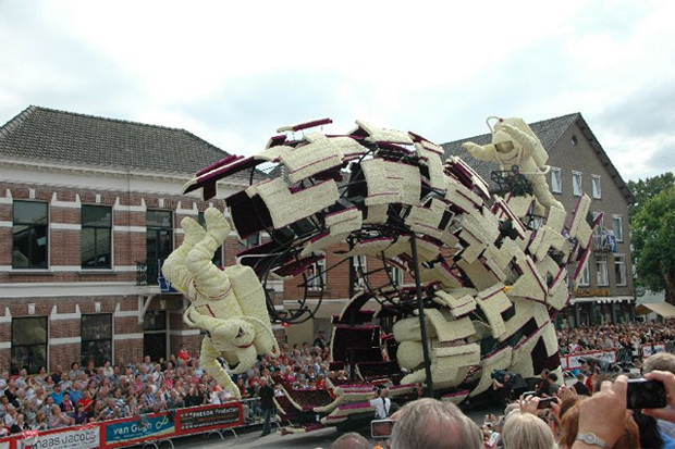 Astronauts made from Flowers: Flower Parade in Zundert, Netherlands