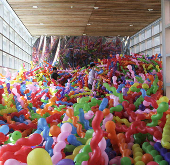 Squiggly Balloon Installation by Choi Jeong Hwa