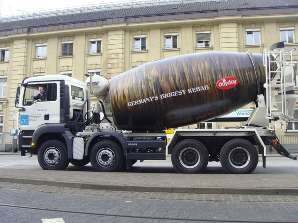doydoy - Germany's largest kebab-Amazing Ads That Merge With Their Surroundings