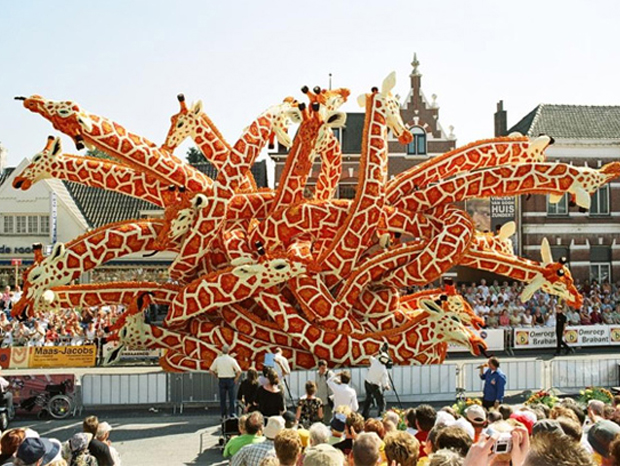 Giraffe Sculpture made from Flowers: Flower Parade in Zundert, Netherlands