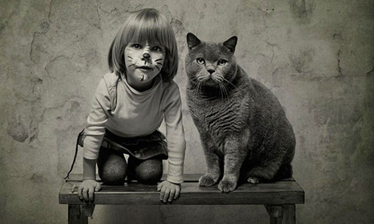 Fantastic Friendship between A 4 Years Old Girl And Her Cat