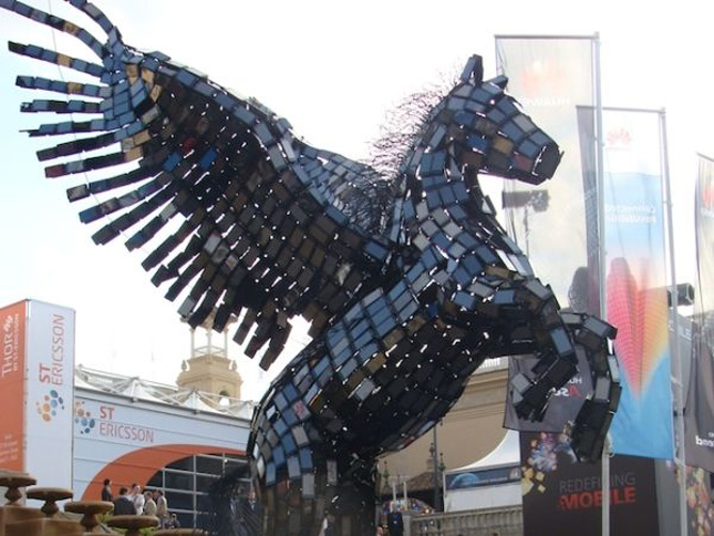 The horse made using Huawei Smartphones-Geek Art Inspired By High-Tech