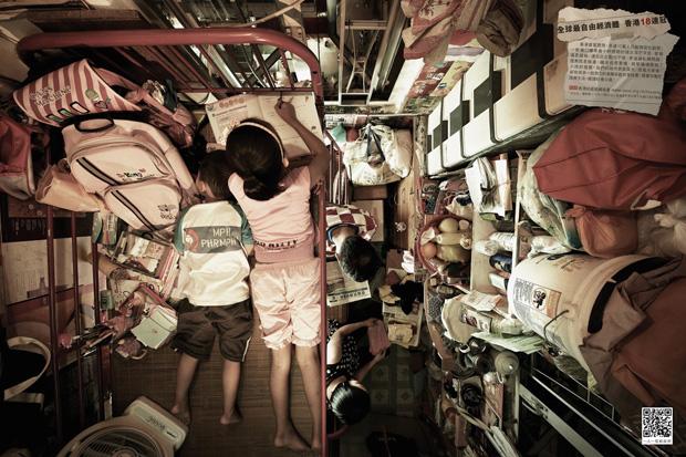 Stunning Photographs Of The Vertical Slums In Hong Kong 4