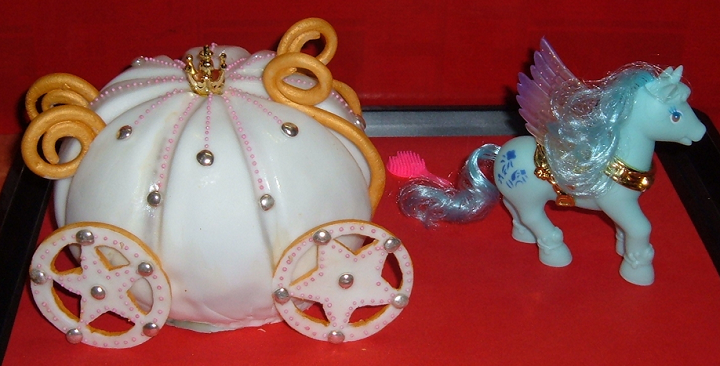 A buggy and a pony designed cake