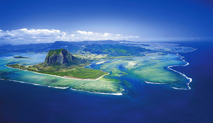 Mauritius: The Dazzling Illusion Of A Fascinating Waterfall That Flows Under The Ocean