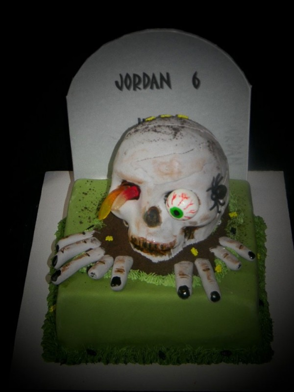Zombie is coming out of my cake