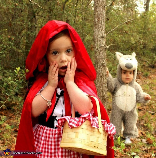 The baby wolf dream to eat Little Red Riding Hood