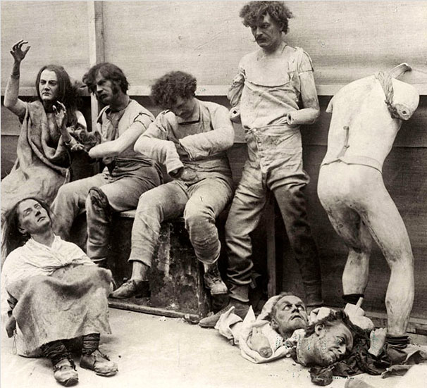 30. Fake models damaged by a fire in the museum of Madame Tussauds in London in 1930