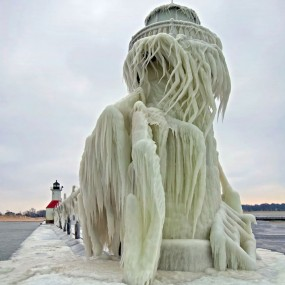A Pier Of Lake Michigan Turns Into Beautiful Ice Sculpture (Photo Gallery)
