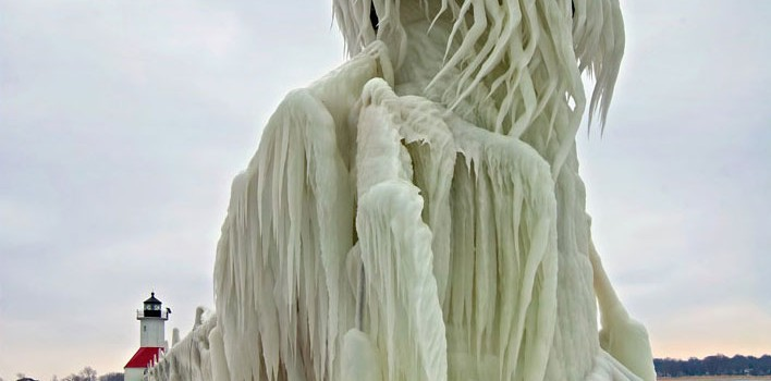 Lake Michigan Pier Turns Into Ice Sculptures 17