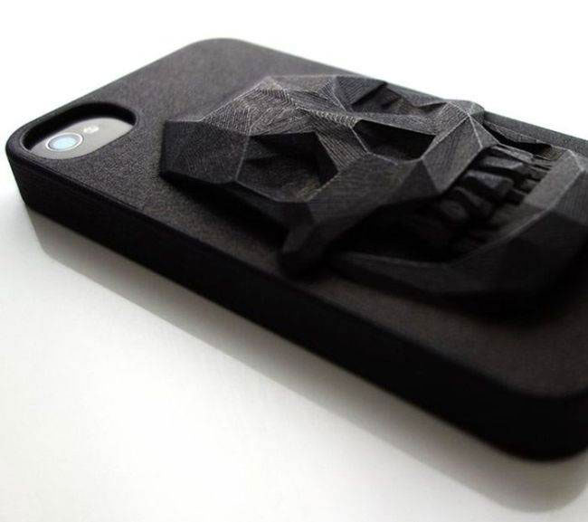 The 3D skull iPhone cover-Irrestible iPhone Cover Designs