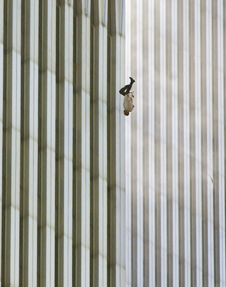 Dare, september 11, a man jumps to death from twin towers