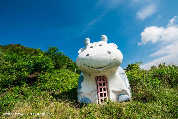 An Ice cream shop located in the Japanese Alps-Abandoned Places That Will Remind You Of Forgotten Japan-