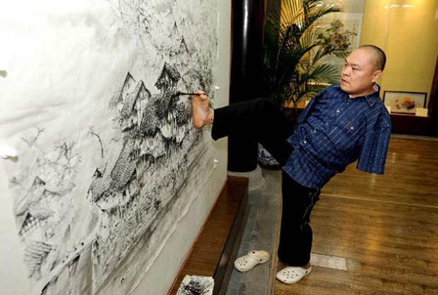 A Chinese Artist Uses Only His Feet and Mouth To Draw Beautiful Paintings-