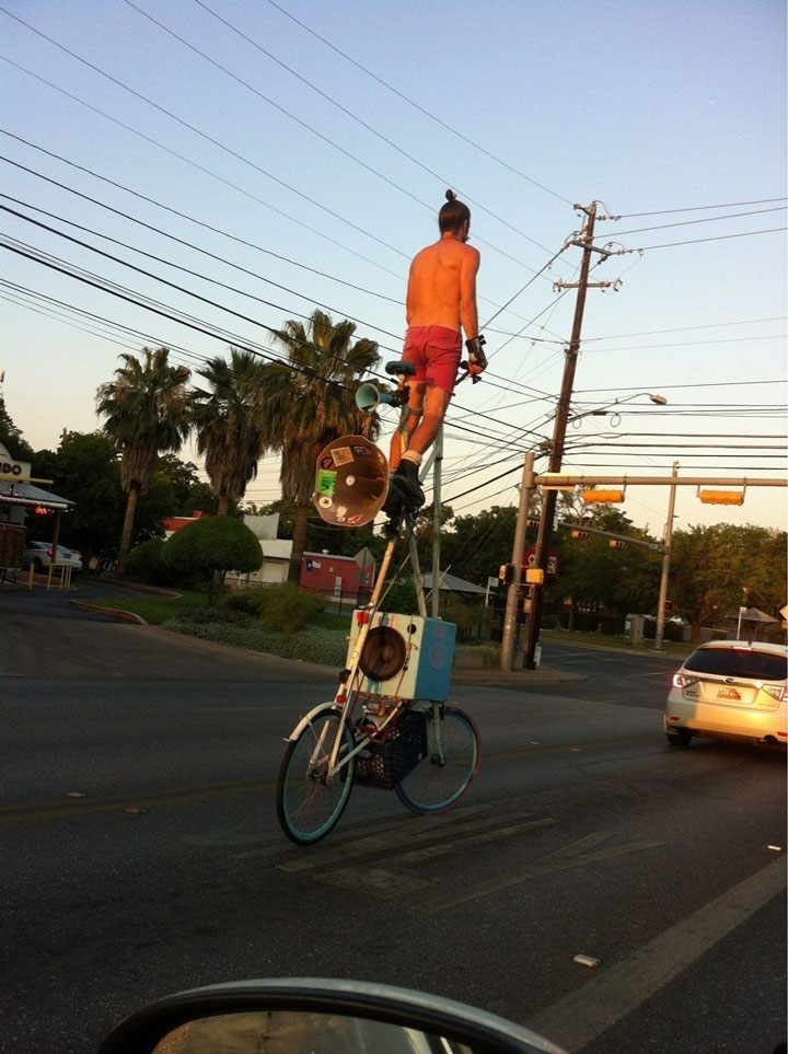 The man who uses a rather original bicycle-25 extreme Hipsters of modern times-12