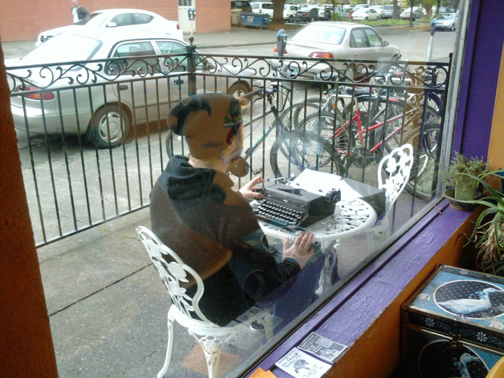 The man who brought his typewriter the coffee house-25 extreme Hipsters of modern times-8